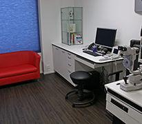 Refraktion, Linsenanpassung, Kontaktlinsen Anpassung, Brillenglasbestimmung, Funktionsteste, Anamnese, Spaltlampenmikroskop, Topometrie, Topographie, Rollstuhlgängig, Kinderwagentauglich,