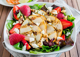 Grilled_Pear_Salad_with_Strawberries_and