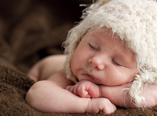 Newborn Baby Sleeping - Best Newborn Photogrphy in Dubai