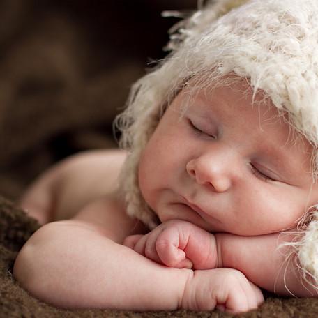 Pode deixar o bebê dormir após queda? SIM