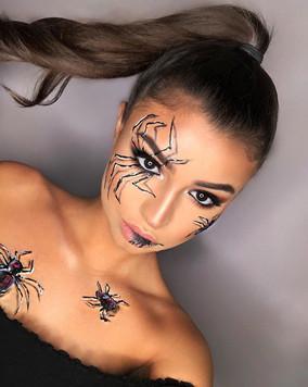 Get ready for Halloween !! 🎃 👻 book yo