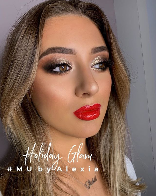 Holiday Glam calls for a red lip 💋 #mak