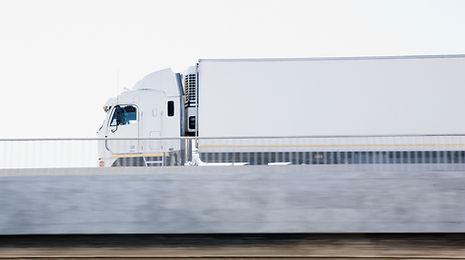 Digitaler LKW Tachograph mit Remote System - automatische Erfassung aller Daten in Echtzeit. LKW GPS Tracking in Echtzeit und Live