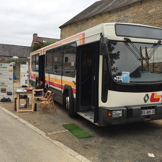 Le stand avec l'autobus et l'exposition 70 ans des TUB