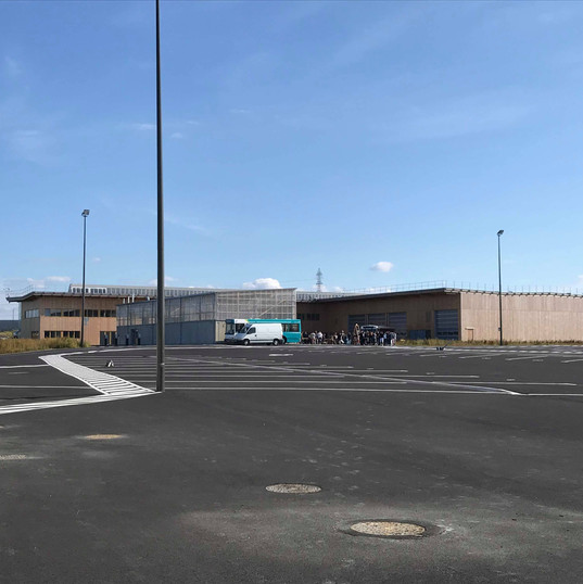 Le dépôt vue depuis l'aire de remisage des autobus