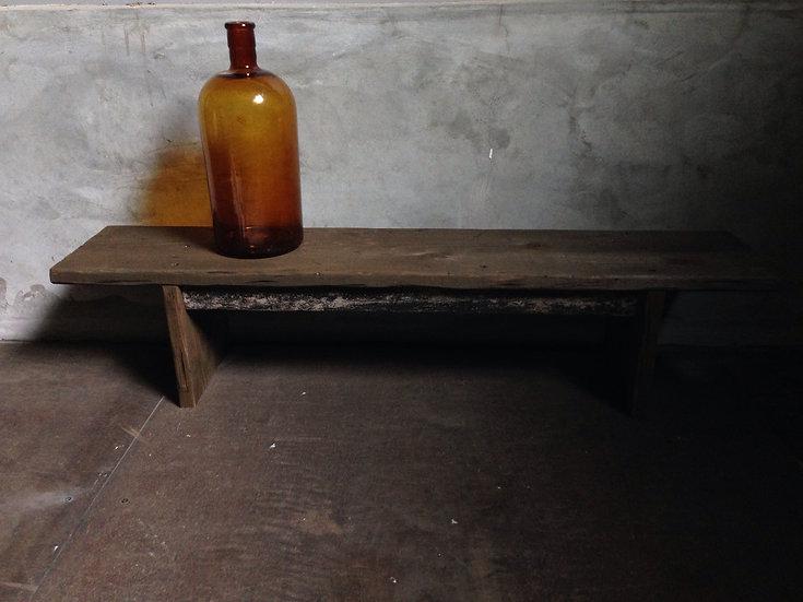 おしゃれな古い木製スタンド。
