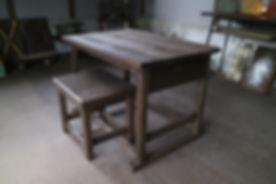 アイアンでフォールディングなローテーブル。折りたたみ式の机。