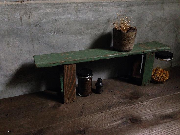 緑のキッチン収納棚