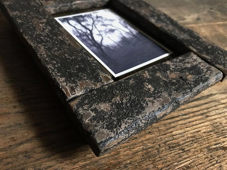 黒い木の写真立て