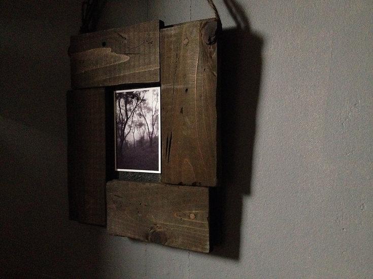古い木でできたかっこいい写真立て