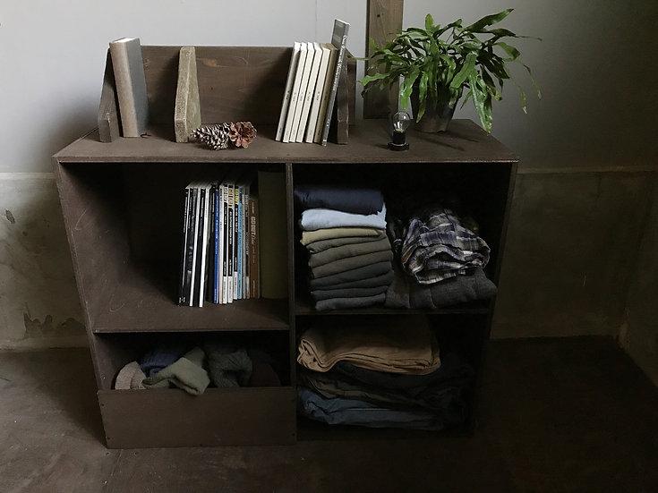 本や服をおしゃれに収納、かっこいいアレンジ。