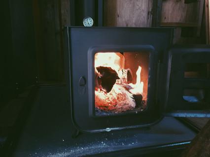 山小屋の薪ストーブ
