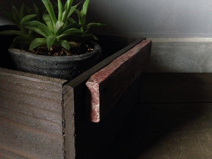 赤と茶色のウッドボックス