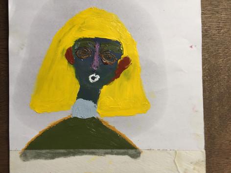 興味を示す女の抽象画