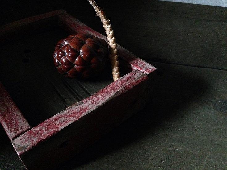 赤の木製フレーム