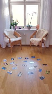Für die Supervision baue ich meinen Raum ein bisschen um. Ein lösungsorientiertes Gespräch und kreativer Prozess kann ohne dazwischenstehenden Tisch besser fliessen. So entstehen neue Ansätze fast wie von selbst.