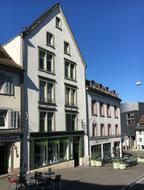 Von der Strasse her sieht unser Praxisstandort am Klosterberg so aus. Im Parterre mit den Schaufenstern befindet sich ein Kreuzfahrt-Reisebüro.   Wenn Sie....