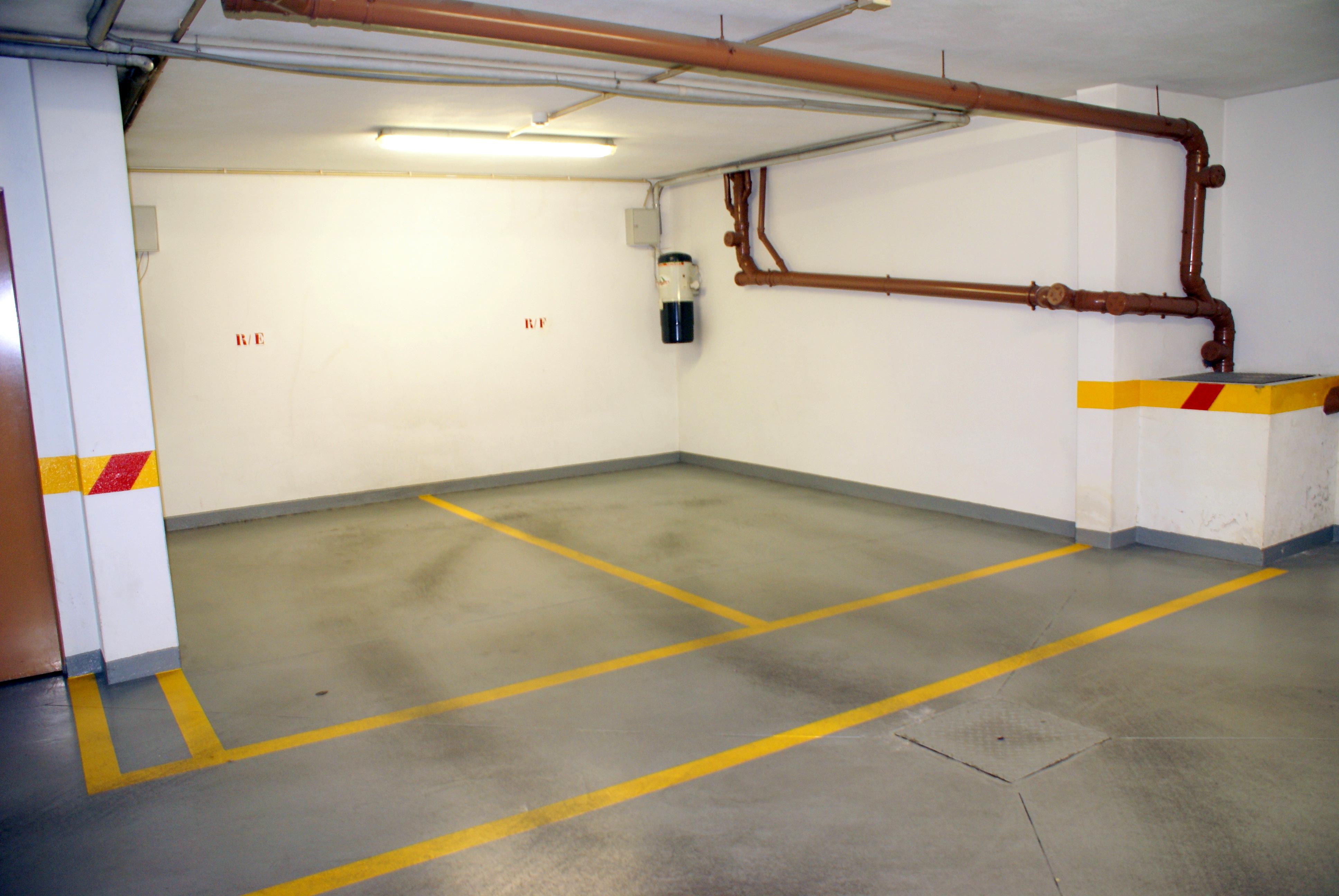 1 parqueamento
