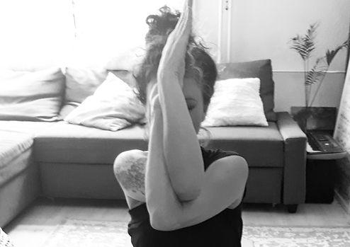 Yoga Zarah_Nancy Hermsen_yoga pose_uitsn