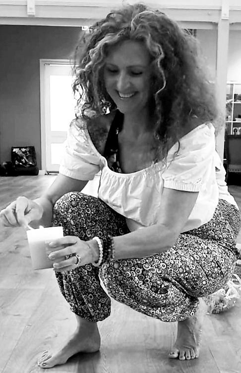 Nancy Hermsen_Yoga Zarah_kaarsje.jpg