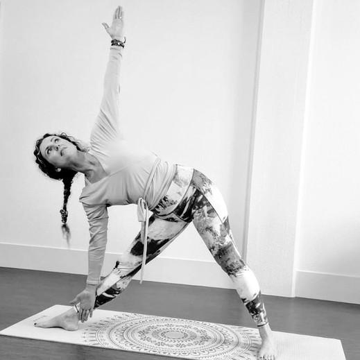 Yoga Zarah_trianglepose.jpg