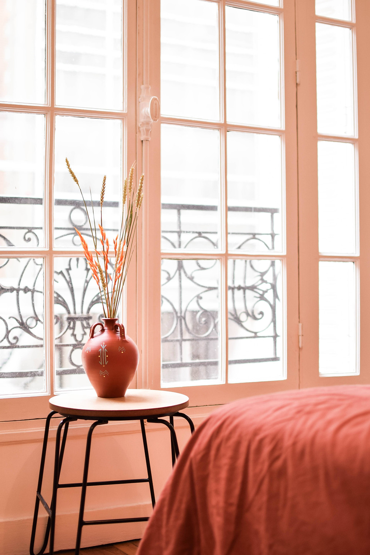 jarre-fleurs séchées-appartement-parisien