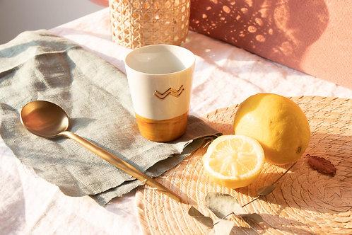 LATTE - Mug en porcelaine moutarde et blanc