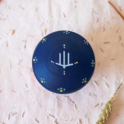 Boîte à bijoux TIZA personnalisée bleu - main