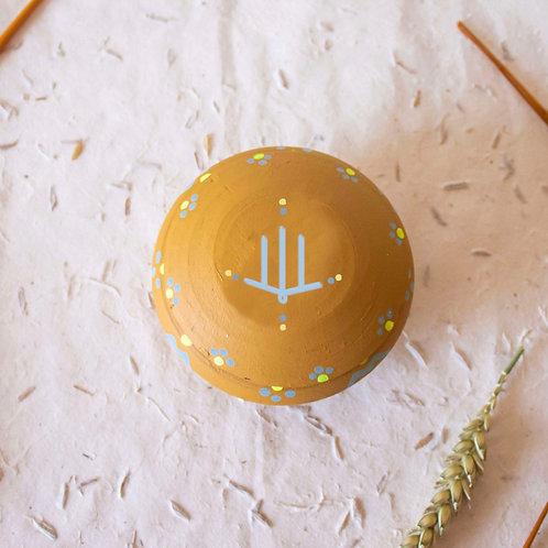Boîte à bijoux TIZA personnalisée jaune - main