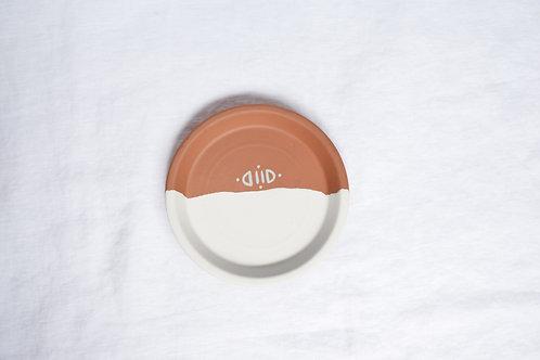 Petite coupelle en terre cuite minimaliste