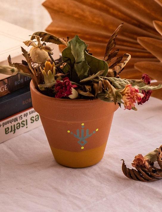 PISE - Petit pot de fleur en terre cuite bicolore jaune curry
