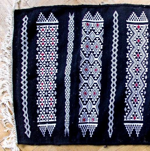 TAMSAOUT - Tapis berbère en laine noir tissé à la main