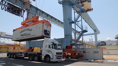 container_shipping_on_truck (2).png