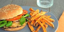 Hamburger-dinde-frites-patates-douces_Tu