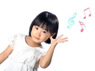 Quer um motivo a mais para fazer brincadeiras musicais com as crianças?