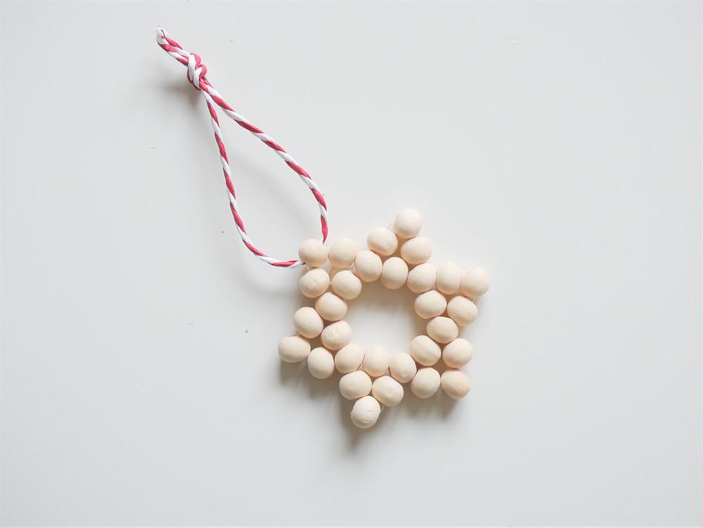 Etoiles en perles à suspendre dans le sapin, déco de noël