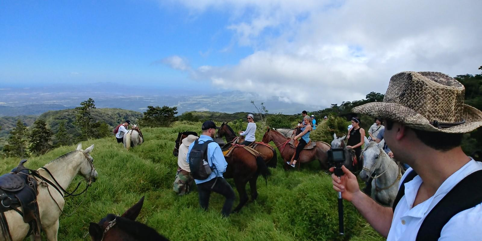 Horseback riding climb the Pic Northest of Rincon de La Vieja Volcano