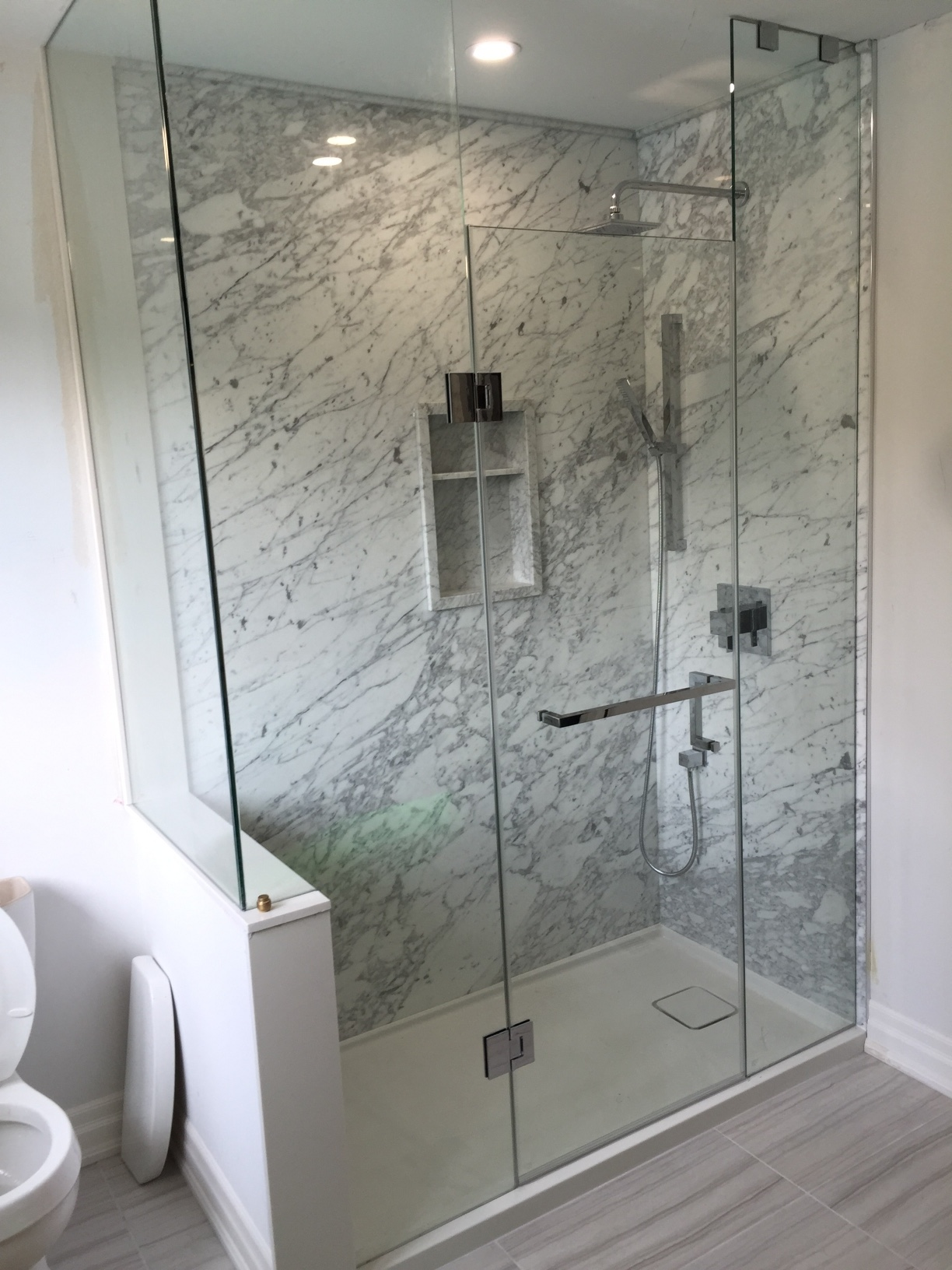 DSP White Carrara Shower1