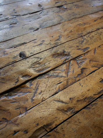 Detalle de la madera labrada a mano