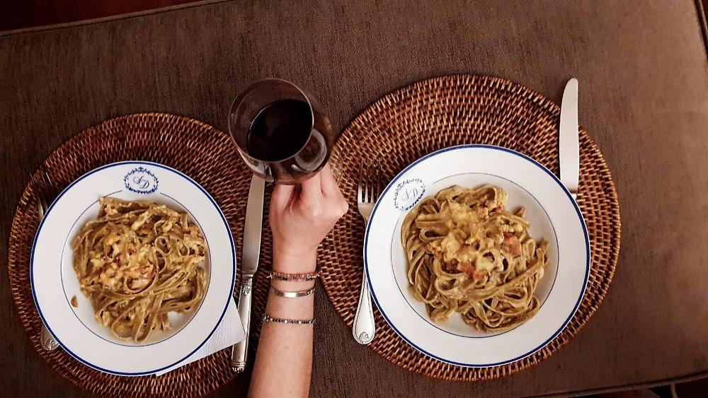 Jantar assim em casal é maravilhoso, aproveitem essa dica deliciosa durante a quarentena. <3