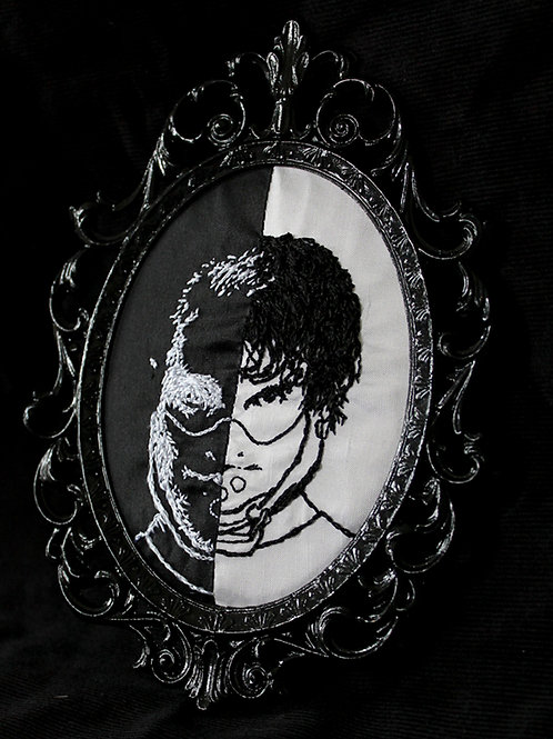 Hannigram Black and White Embroidery
