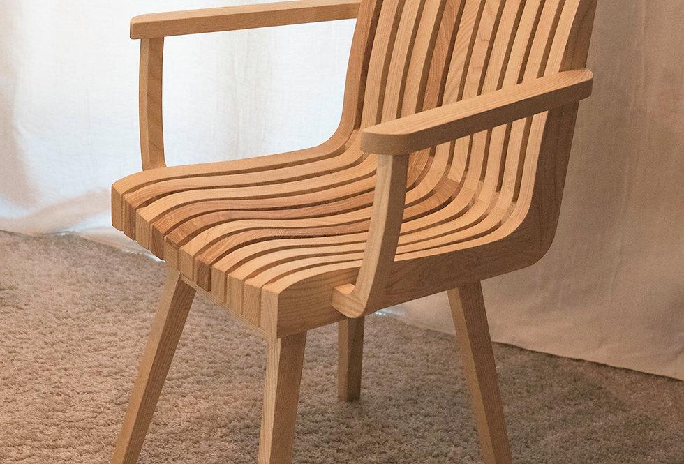 krzesło drewnaine ażurowe z podłokietnikami
