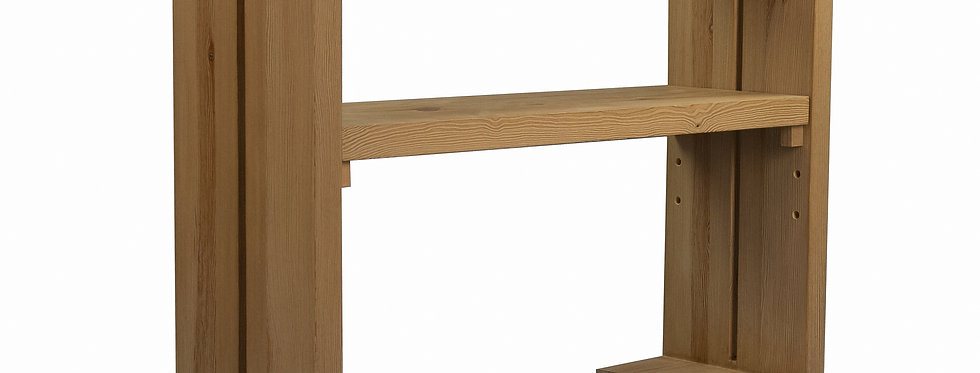 stolik drewniany z regulowaną półką