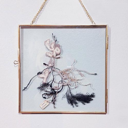 "Objets d'Art // Herbier Textile ""Plume flottante"""