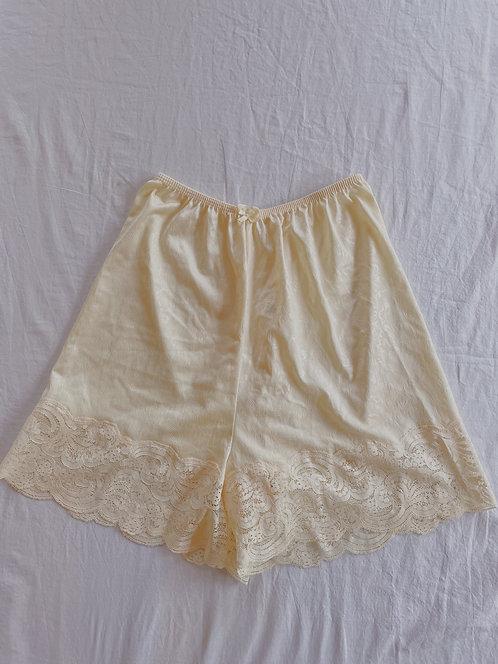 Vintage Cream Lace Trim Shorts (XS)