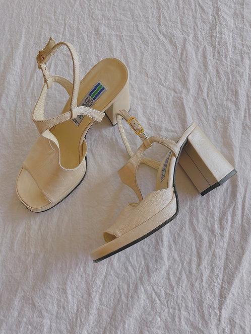 Vintage Pearlescent Arnold Churgin Block Heels (7)