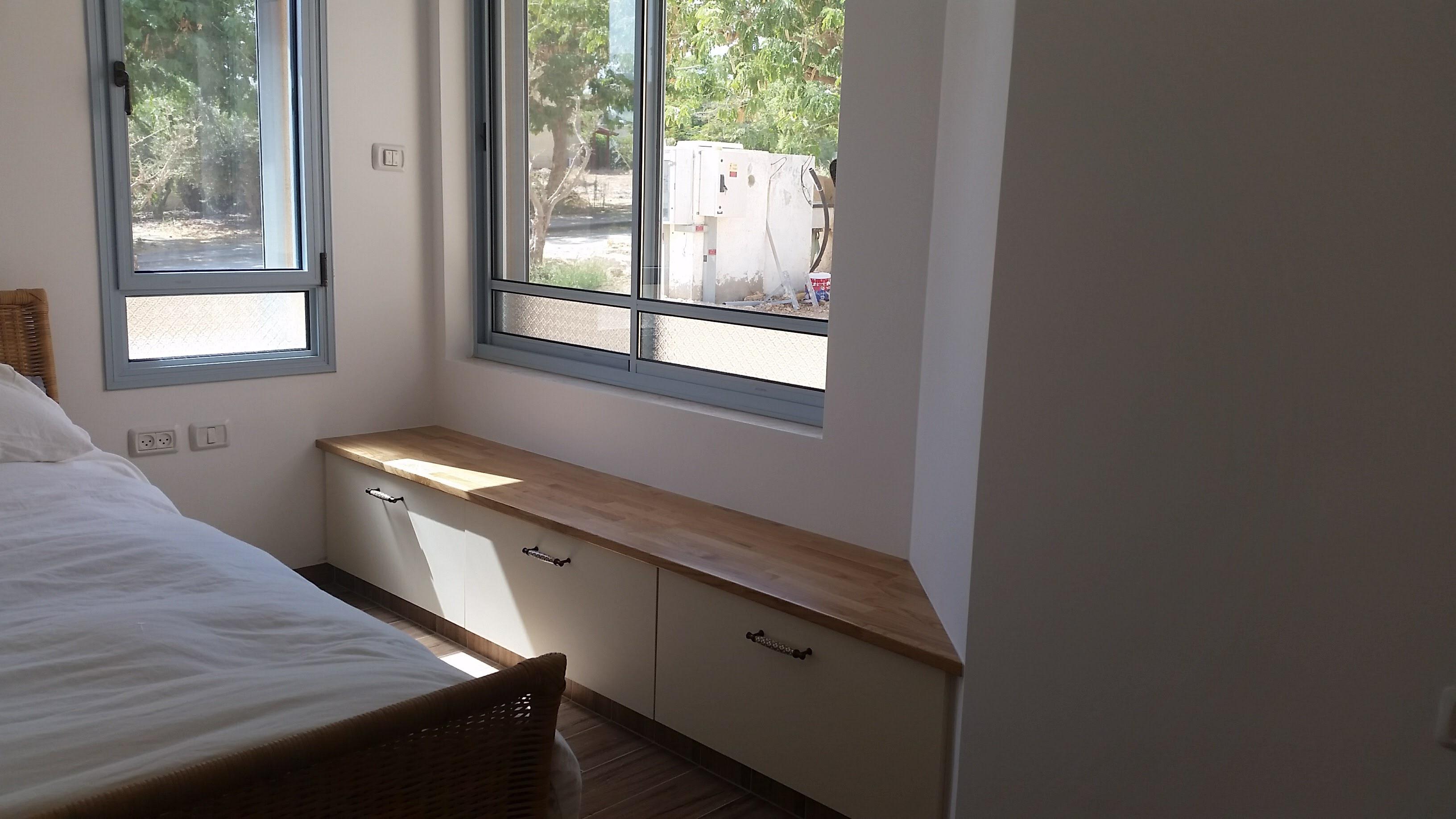 ספסל בחדר הורים