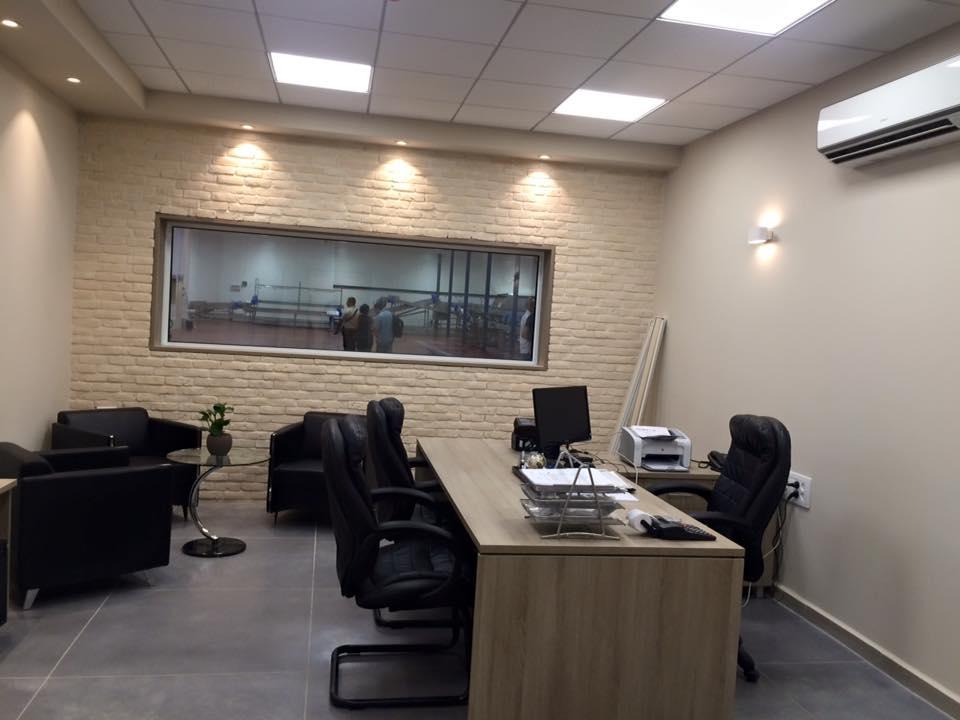 חדר מנהל
