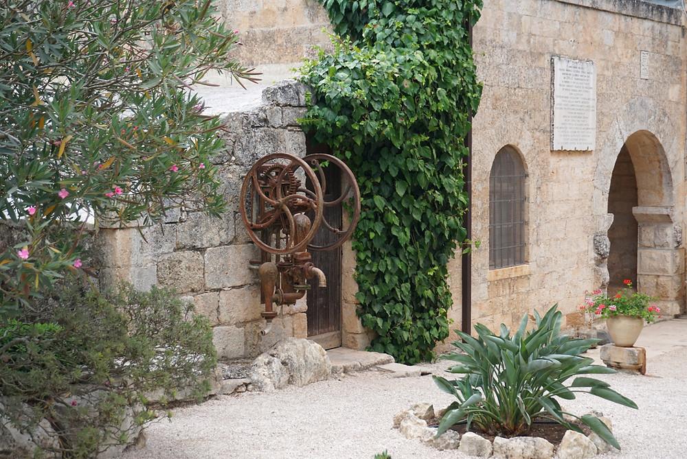 משאבת מים, הכנסייה הפרנציסקנית בהר תבור