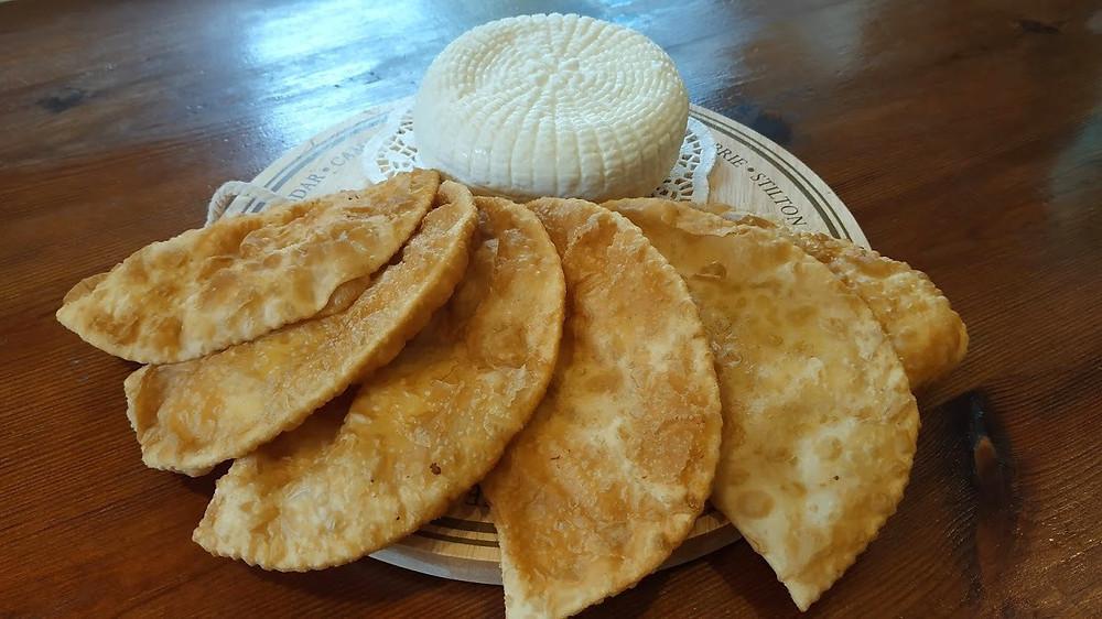 כפר כמא, גבינה צ'רקסית, מאפים צ'רקסים